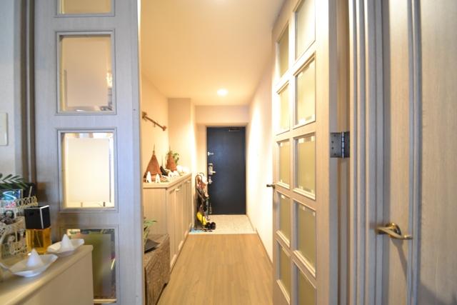 部屋から玄関.JPG