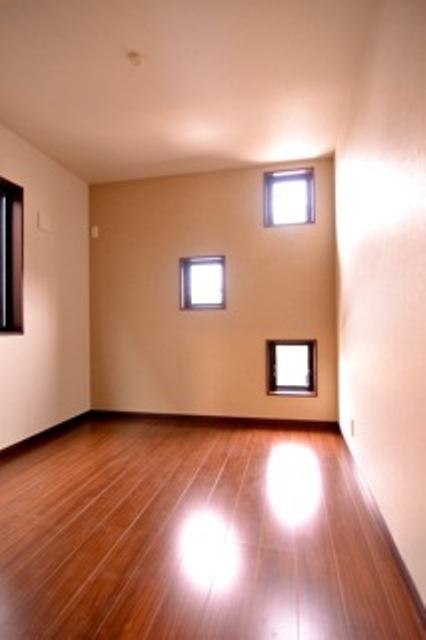 A棟小窓洋室採用.jpg