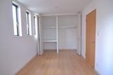 2階の洋室クローゼット収納.JPG